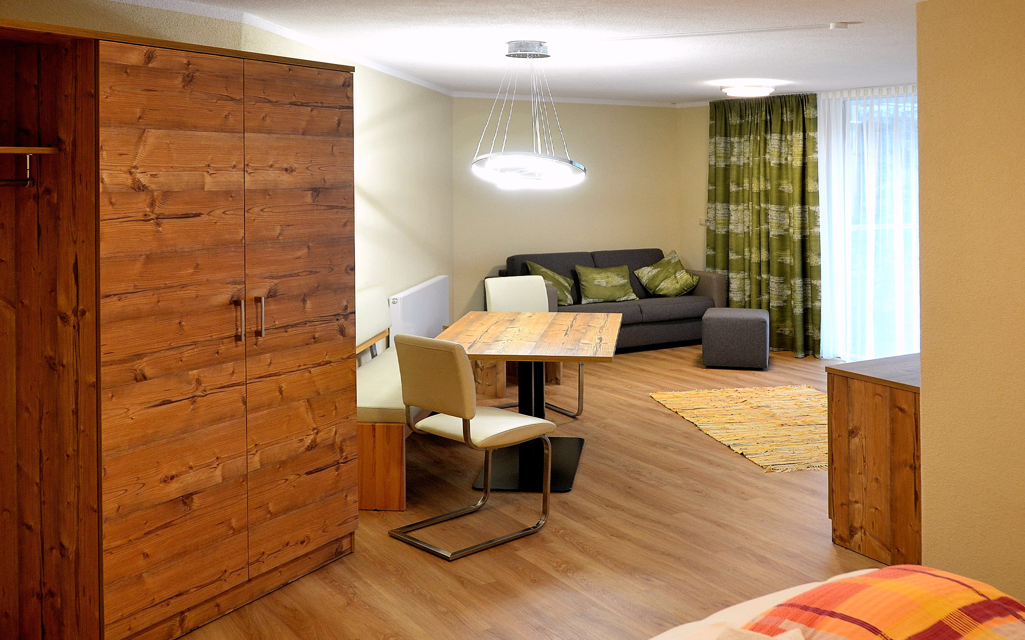 haus steinacker fiss ferienwohnungen am sonnenplateau serfaus fiss ladis ferienwohnungen. Black Bedroom Furniture Sets. Home Design Ideas